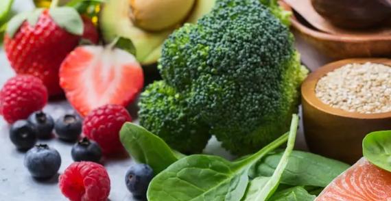 La alimentación real no se trata de una moda, sino de un cambio de paradigma, que va desde repensar qué clase de combustible le estamos ofreciendo a nuestro cuerpo hasta leer detenidamente las etiquetas de los alimentos
